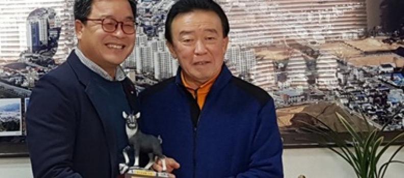 (스포츠조선)'축제 미다스의 손' 김종원 총감독, 강원도 양구군으로부터 감사패 수령!